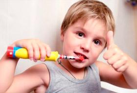 Выбор зубной щетки и зубной пасты для ребенка