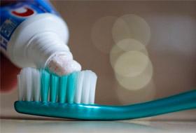 5 полезных способов использования зубной пасты не по назначению