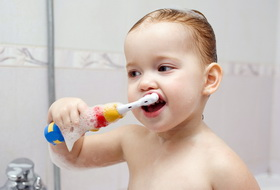 Чистка детских зубов: что нужно знать?